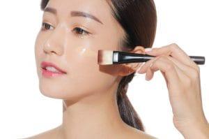 makeup-tu-nhien-khong-troi-cho-da-dau-mun